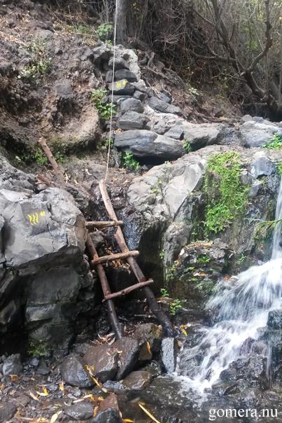 stege pa vag till vattenfall valle gran rey